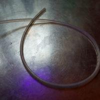 Валидация очистки. Трубка в ультрафиолетовом свете после очистки
