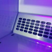 Валидация очистки. Ламинар в ультрафиолетовом свете после очистки