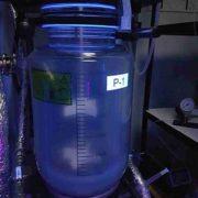 Реактор Р-1 в ультрафиолетовом свете после очистки.